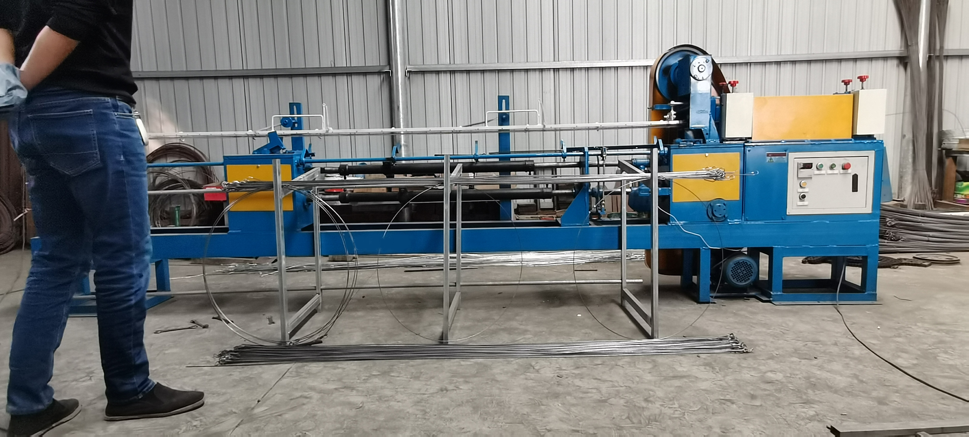 Automatic bale tie wire machine for cardboard